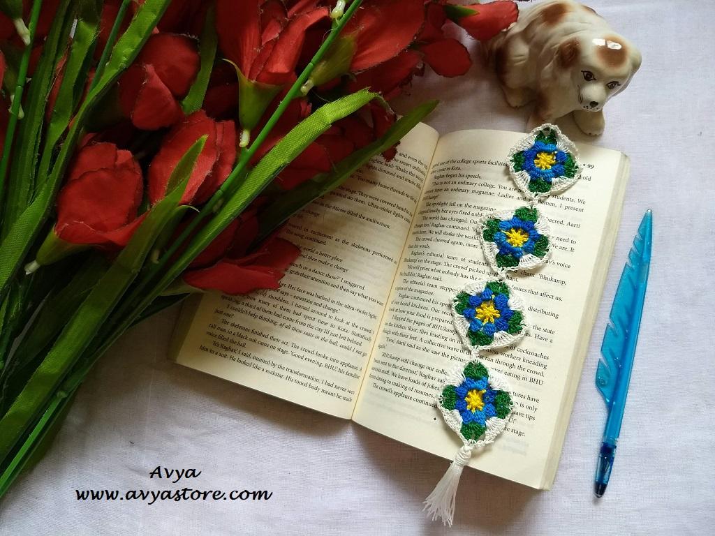 AvyaStore Classic Granny Square Bookmark