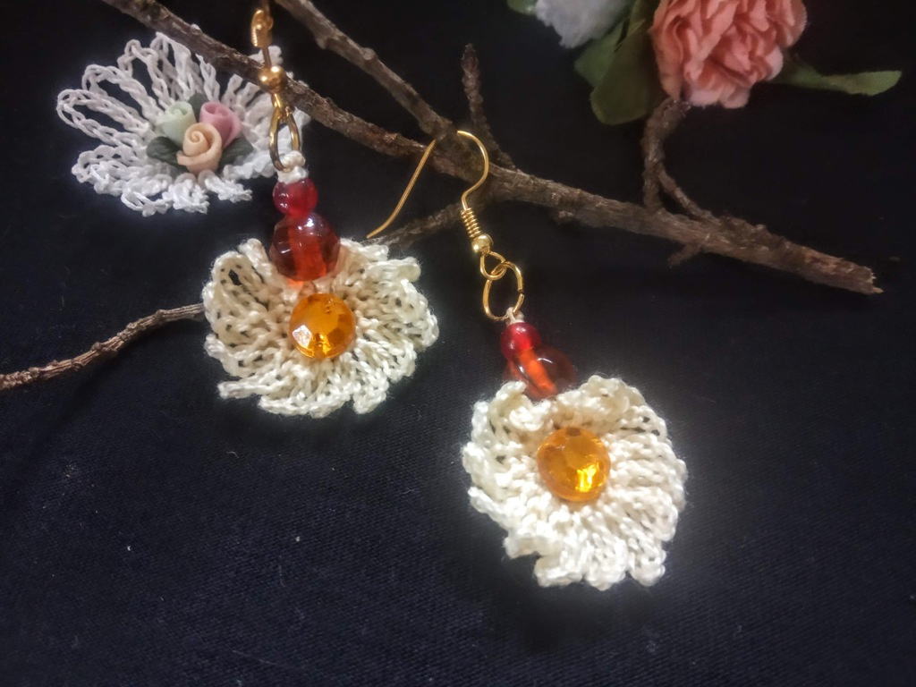 How-to-Crochet-a-Daisy-Flower-and-an-Octagon-Daisy-Motif-4