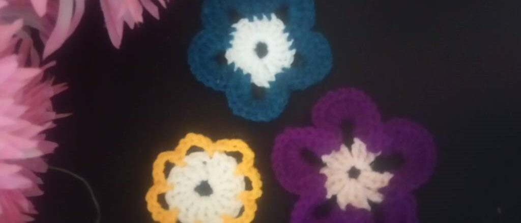 Beginner's Crochet Flower Motifs - Three Free Patterns