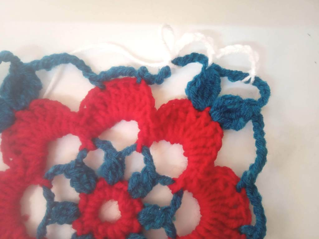How to Crochet Tricolor Placemat – Free Pattern (16)