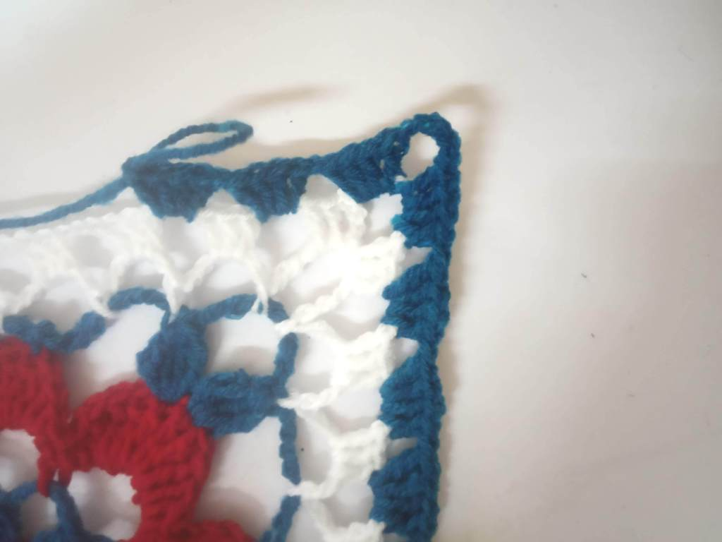 How to Crochet Tricolor Placemat – Free Pattern (24)