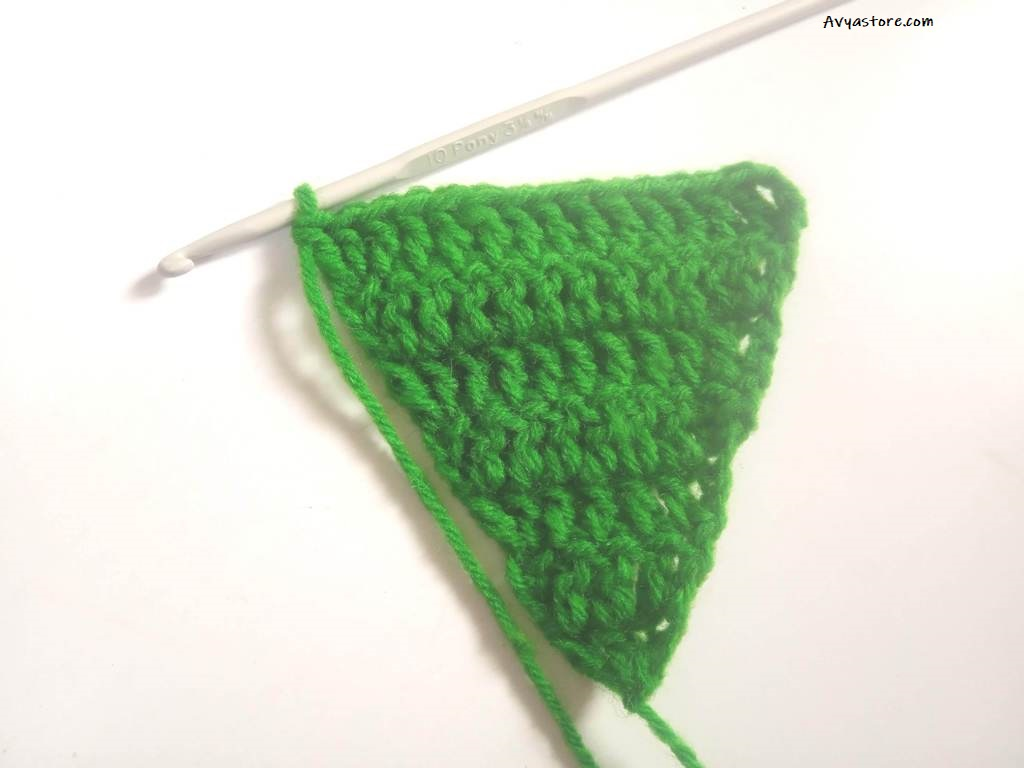 How to crochet an Applique Christmas Tree (20)